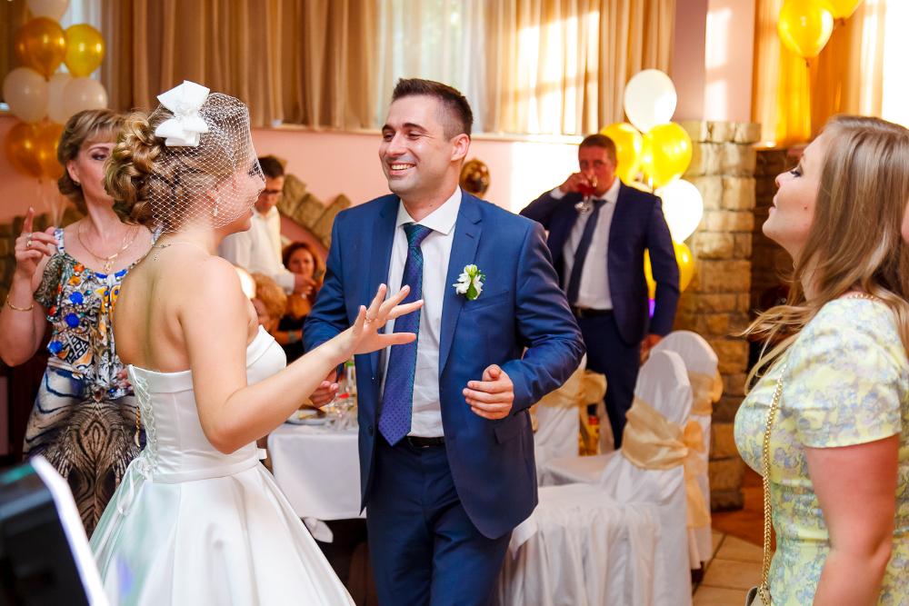 Готовый сценарий свадьбы для тамады с конкурсами и музыкой