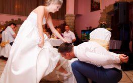 Снятие подвязки невесты на свадьбе
