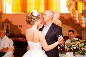 Танец невесты с папой всегда трогательное и сентиментальное действие.