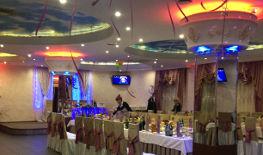 Ресторан Ночь, банкетный зал, праздничный стол.